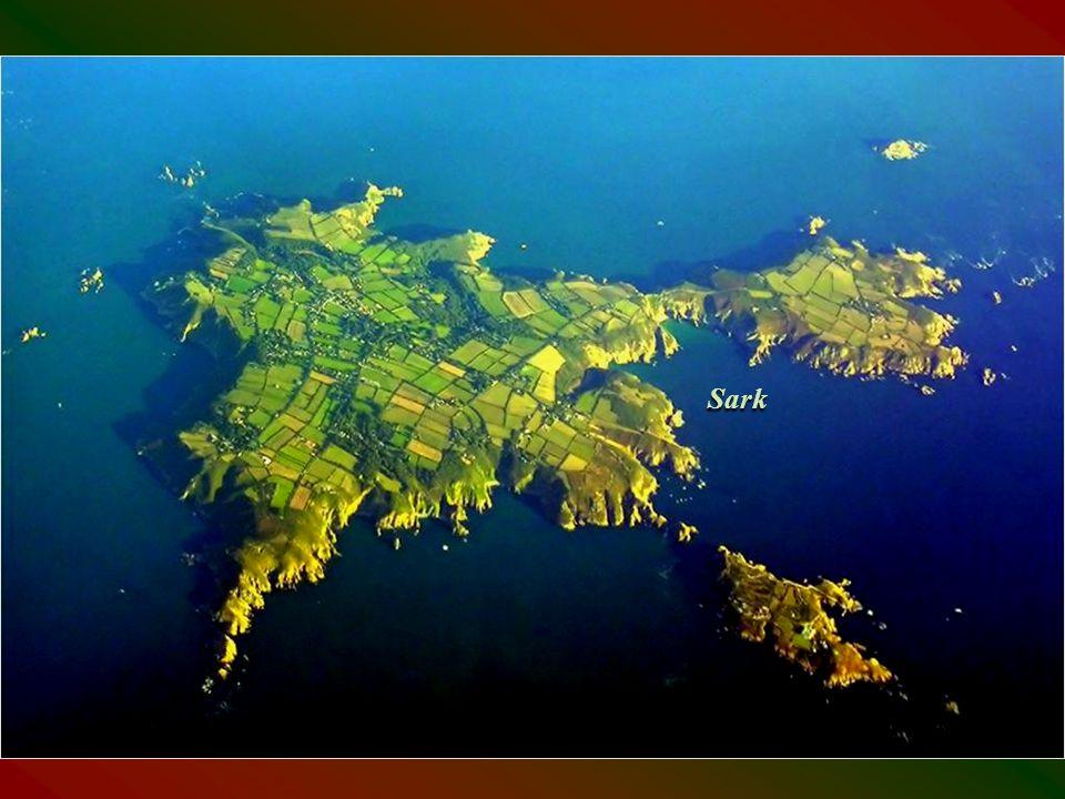 France Sark Közigazgatásilag a La Manche csatorna szigetei közé tartozik.