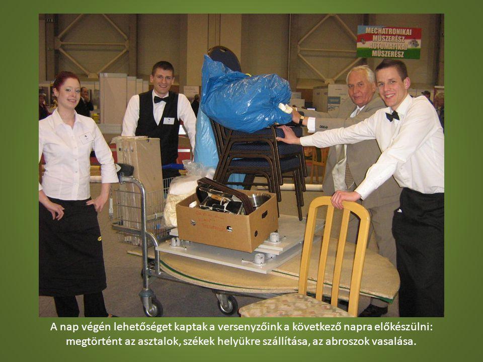 A nap végén lehetőséget kaptak a versenyzőink a következő napra előkészülni: megtörtént az asztalok, székek helyükre szállítása, az abroszok vasalása.