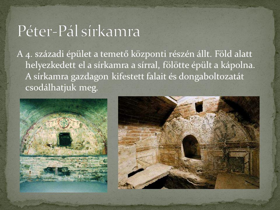 A 4. századi épület a temető központi részén állt. Föld alatt helyezkedett el a sírkamra a sírral, fölötte épült a kápolna. A sírkamra gazdagon kifest