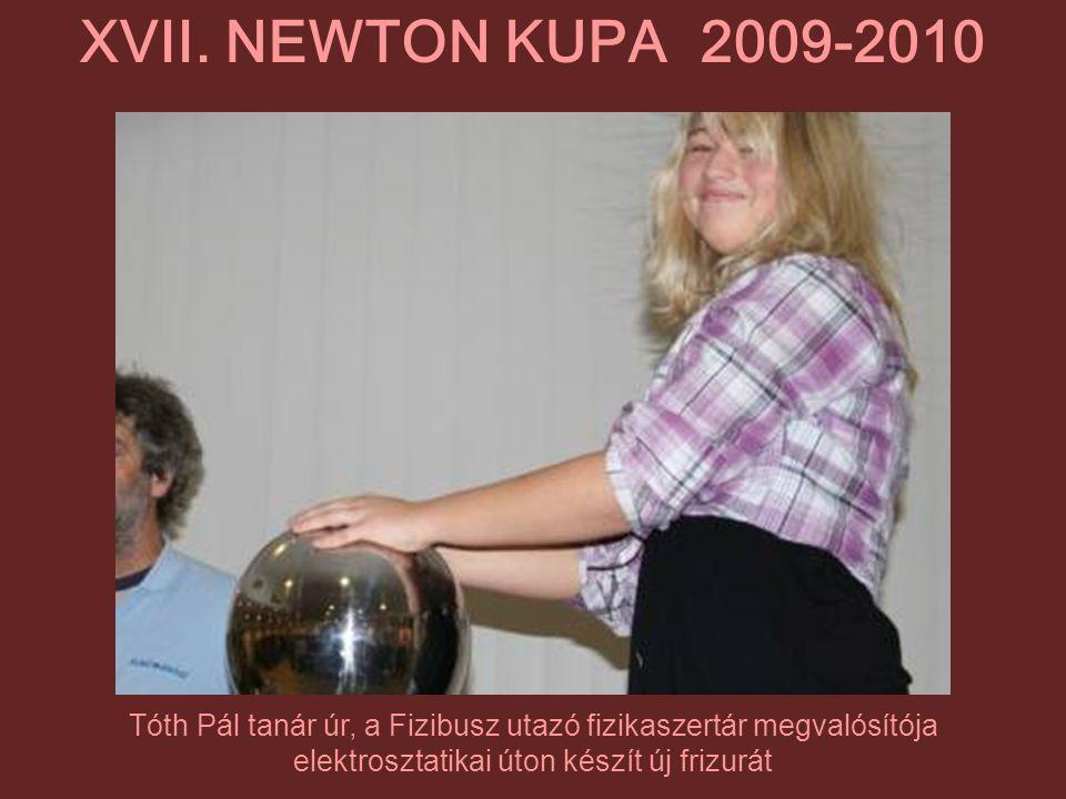 Tóth Pál tanár úr, a Fizibusz utazó fizikaszertár megvalósítója elektrosztatikai úton készít új frizurát XVII. NEWTON KUPA 2009-2010