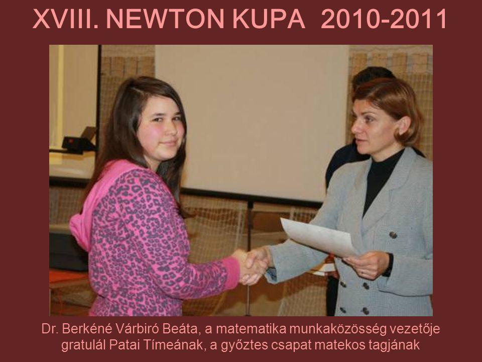 Dr. Berkéné Várbiró Beáta, a matematika munkaközösség vezetője gratulál Patai Tímeának, a győztes csapat matekos tagjának XVIII. NEWTON KUPA 2010-2011
