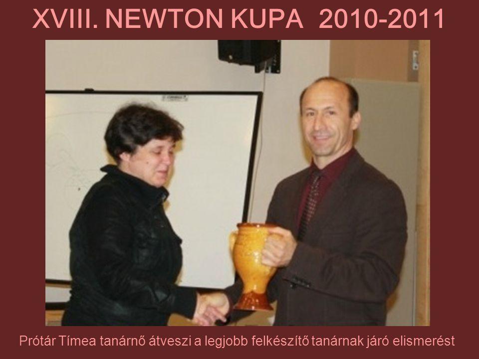 Prótár Tímea tanárnő átveszi a legjobb felkészítő tanárnak járó elismerést XVIII. NEWTON KUPA 2010-2011