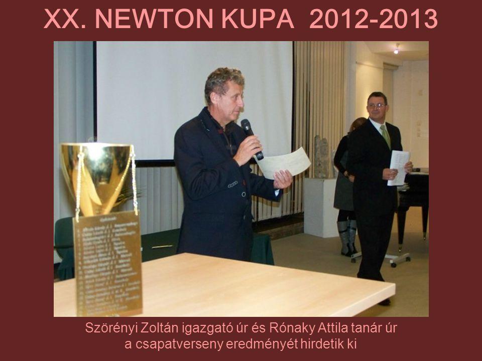 Szörényi Zoltán igazgató úr és Rónaky Attila tanár úr a csapatverseny eredményét hirdetik ki XX. NEWTON KUPA 2012-2013
