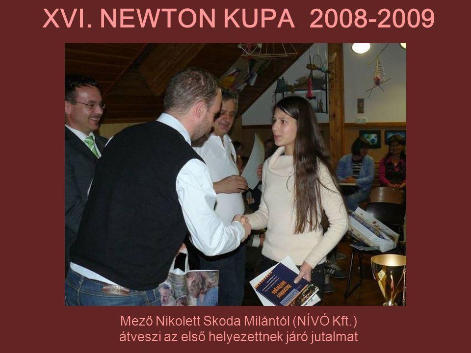 Mező Nikolett Skoda Milántól (NÍVÓ Kft.) átveszi az első helyezettnek járó jutalmat XVI. NEWTON KUPA 2008-2009