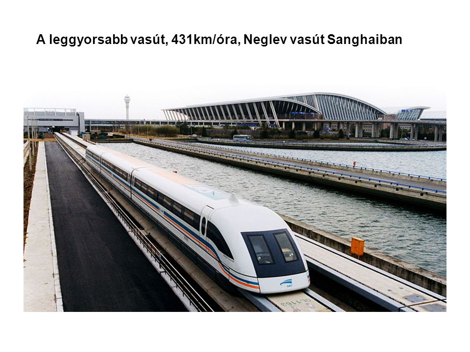 Sanghai a Huangpu folyóról