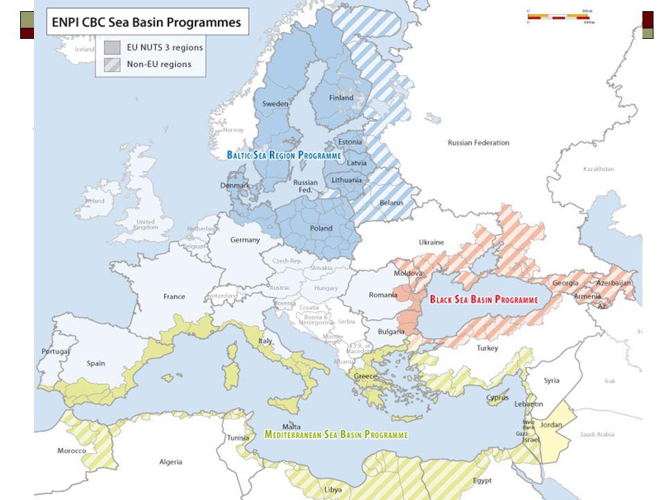 14 Európai Szomszédsági és Partnerségi Támogatási Eszköz (ENPI) (3)  Pénzügyi keretösszeg 2007-2013 között: 11.181 M €, ennek  legalább 95%-át országprogramokra vagy több országot érintő programokra fordítják (amelyek 1 partnerország számára biztosított segítségnyújtással, 2 vagy 3 partnerország közötti régiós vagy szubregionális együttműködéssel foglalkoznak; ezekben tagállamok is részt vehetnek),  legfeljebb 5%-át határokon átnyúló együttműködési programokra (amelyek 1 vagy több tagállam és 1 vagy több partnerország közötti együttműködéssel foglalkoznak)