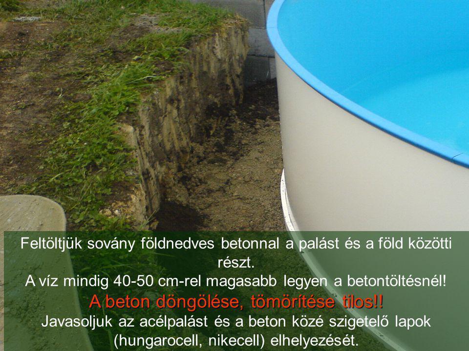 Feltöltjük sovány földnedves betonnal a palást és a föld közötti részt. A víz mindig 40-50 cm-rel magasabb legyen a betontöltésnél! A beton döngölése,