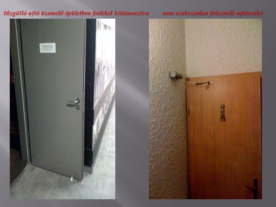 tűzgátló ajtó üzemelő épületben faékkel kitámasztva nem szakszerűen felszerelt ajtócsukó