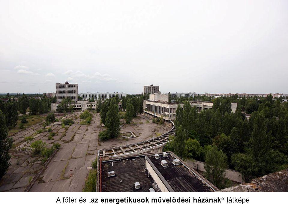 """A főtér és """"az energetikusok művelődési házának"""" látképe"""