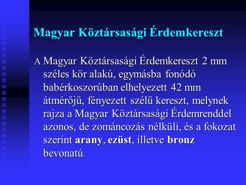 Magyar Köztársasági Érdemkereszt A Magyar Köztársasági Érdemkereszt 2 mm széles kör alakú, egymásba fonódó babérkoszorúban elhelyezett 42 mm átmérőjű,
