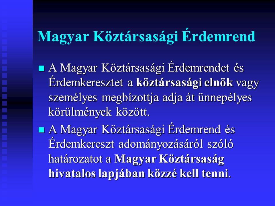 Magyar Köztársasági Érdemrend A Magyar Köztársasági Érdemrendet és Érdemkeresztet a köztársasági elnök vagy személyes megbízottja adja át ünnepélyes körülmények között.