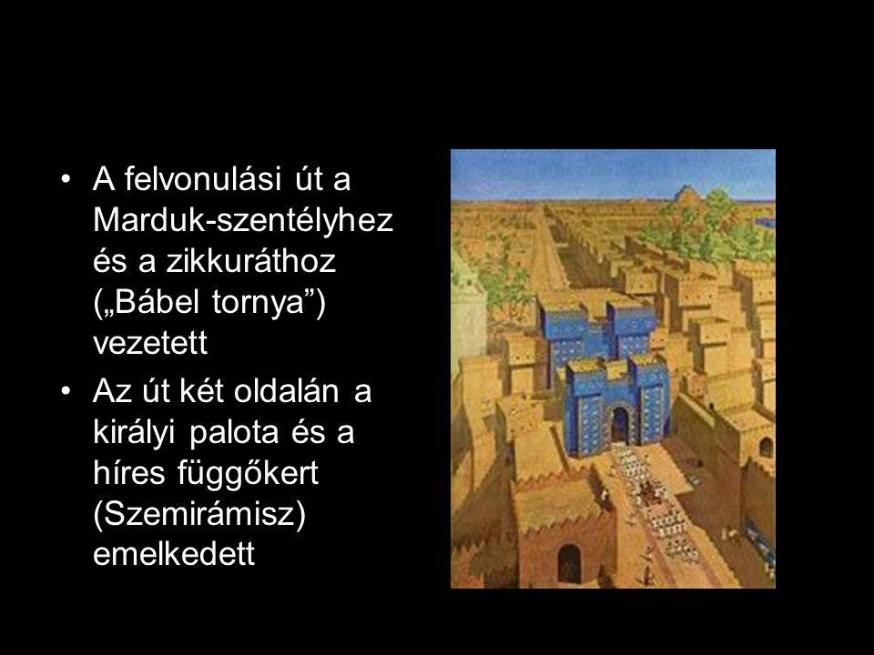 """A felvonulási út a Marduk-szentélyhez és a zikkuráthoz (""""Bábel tornya ) vezetett Az út két oldalán a királyi palota és a híres függőkert (Szemirámisz) emelkedett"""