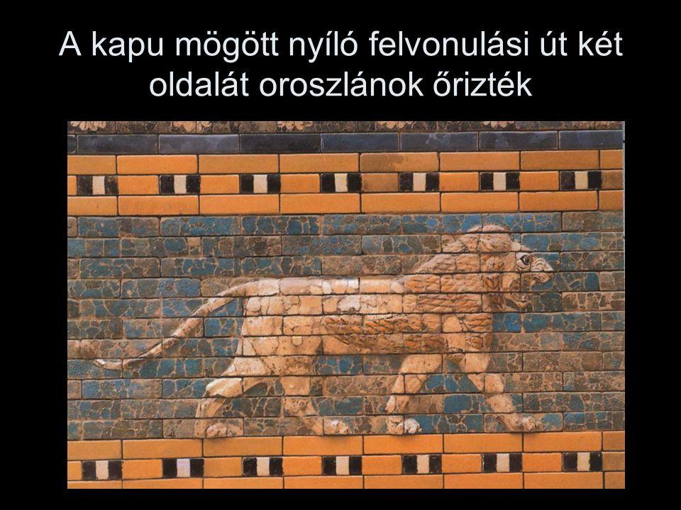 A kapu mögött nyíló felvonulási út két oldalát oroszlánok őrizték
