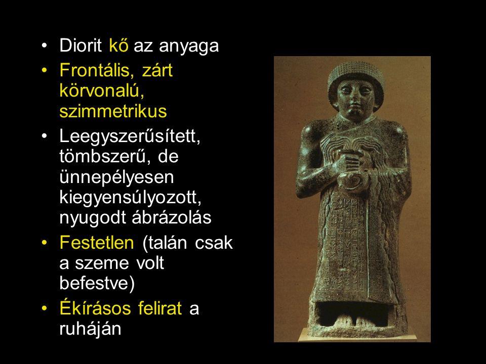 Diorit kő az anyaga Frontális, zárt körvonalú, szimmetrikus Leegyszerűsített, tömbszerű, de ünnepélyesen kiegyensúlyozott, nyugodt ábrázolás Festetlen (talán csak a szeme volt befestve) Ékírásos felirat a ruháján