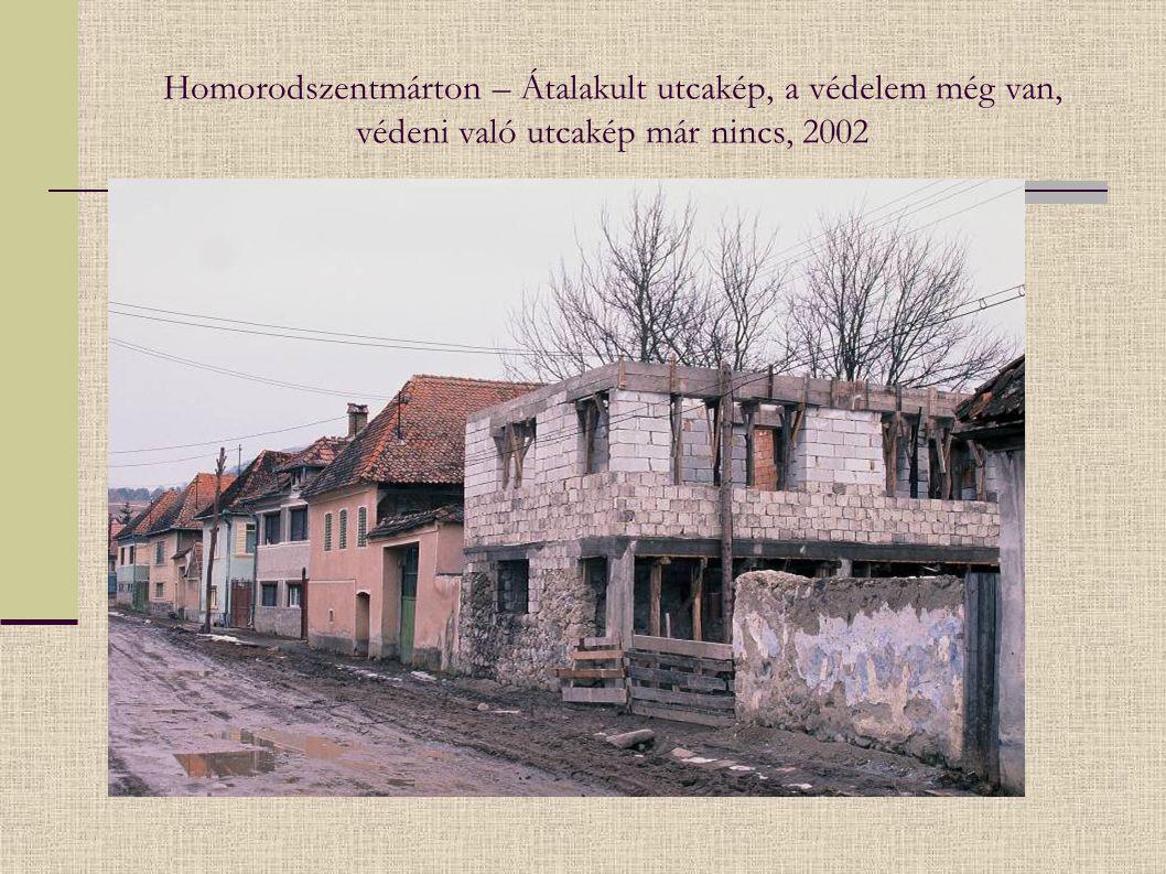 Homorodszentmárton – Átalakult utcakép, a védelem még van, védeni való utcakép már nincs, 2002