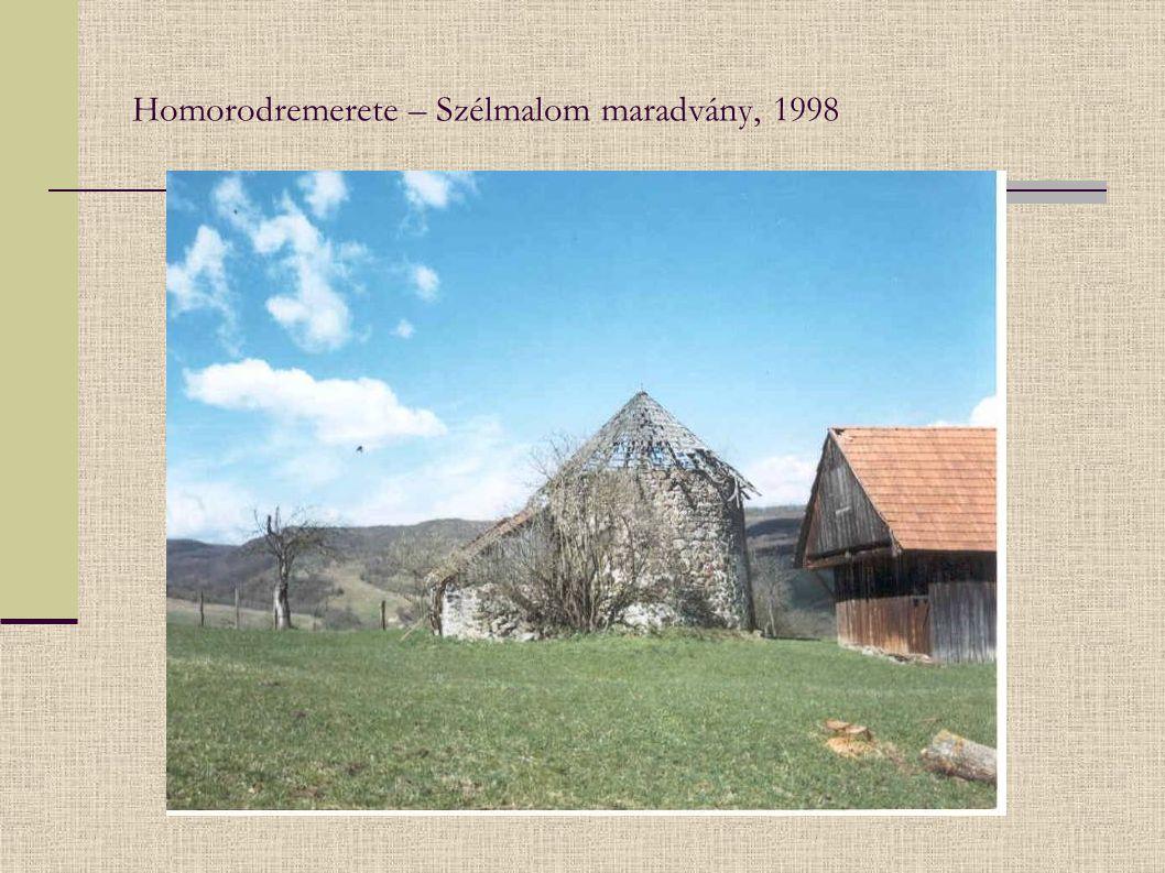 """Farkaslaka – népi építészeti műemlék, a plogármesteri hivatal udvarán """"konzerválva 2003"""