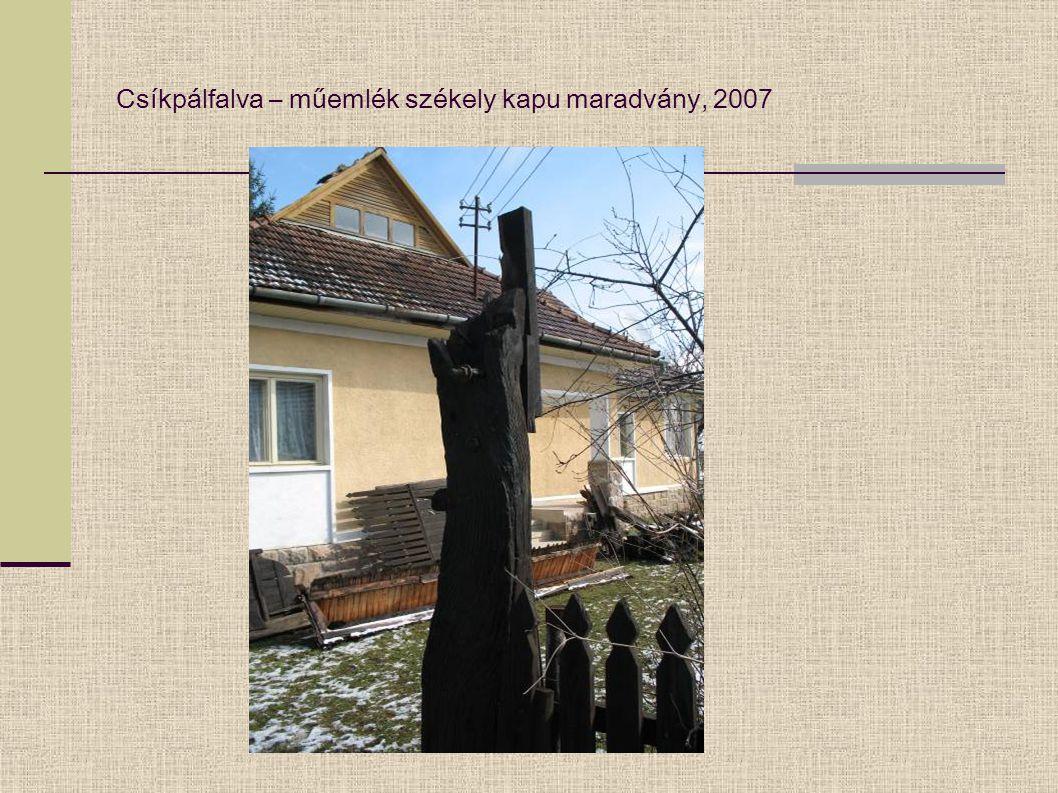 Csíkpálfalva – műemlék székely kapu maradvány, 2007