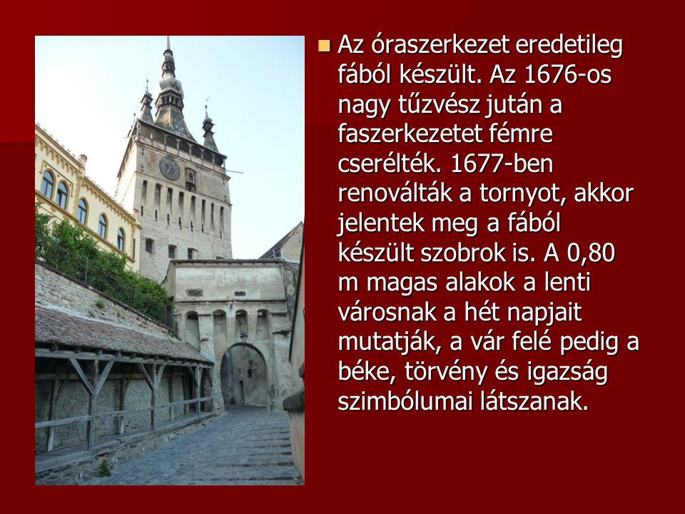 Az óraszerkezet eredetileg fából készült. Az 1676-os nagy tűzvész jután a faszerkezetet fémre cserélték. 1677-ben renoválták a tornyot, akkor jelentek