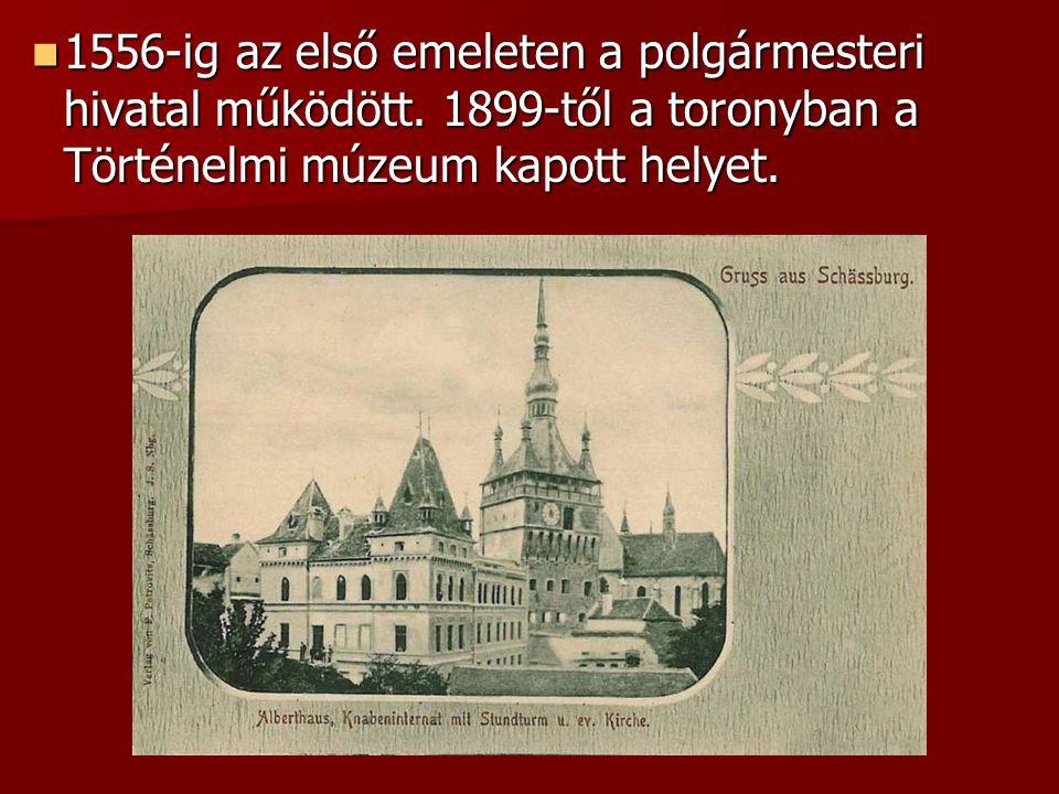 1556-ig az első emeleten a polgármesteri hivatal működött. 1899-től a toronyban a Történelmi múzeum kapott helyet. 1556-ig az első emeleten a polgárme