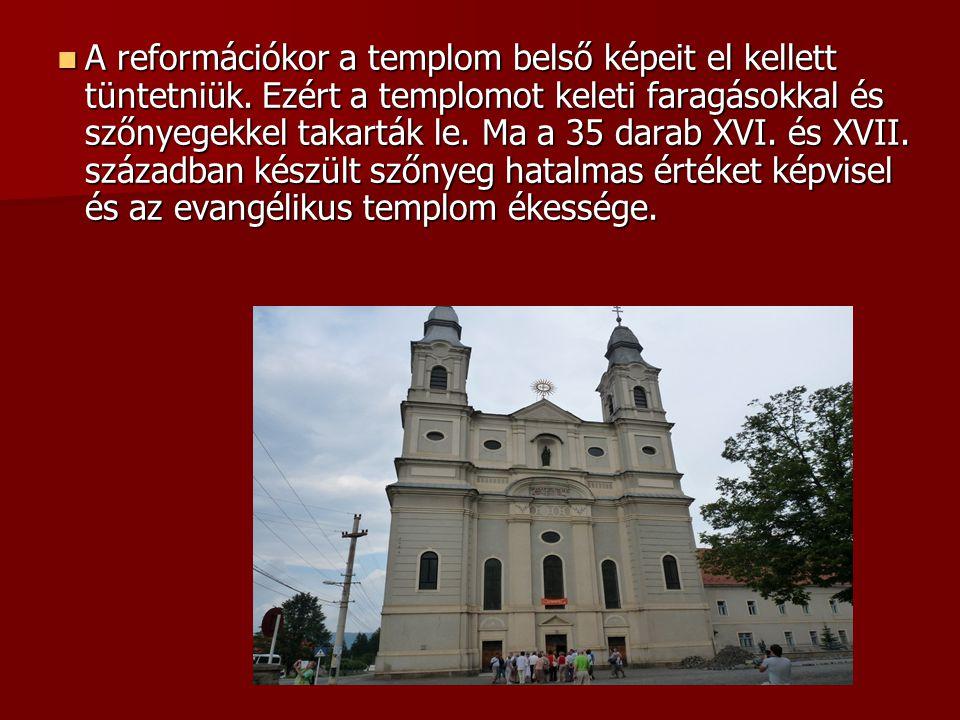 A reformációkor a templom belső képeit el kellett tüntetniük. Ezért a templomot keleti faragásokkal és szőnyegekkel takarták le. Ma a 35 darab XVI. és