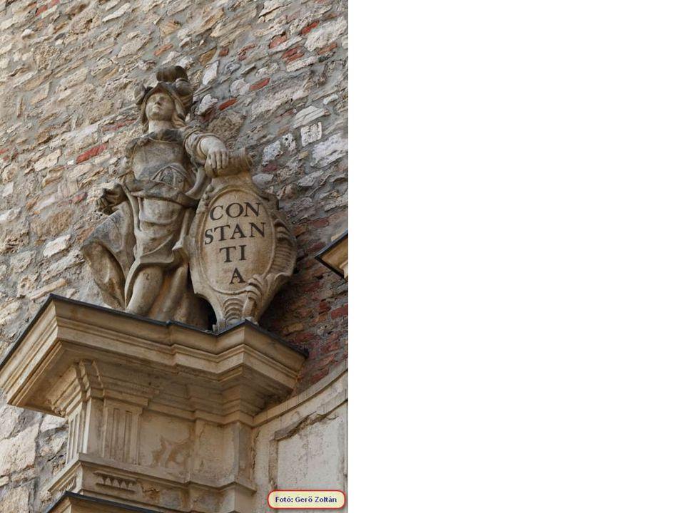 A Sándor palota, nevét építtet ő jér ő l Sándor Vince grófról kapta