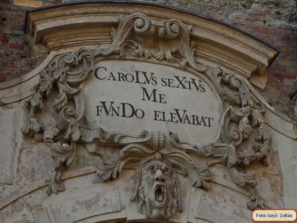 A Bécsi kapu mellett látható szobor, a várat a törökökt ő l visszafoglalóknak állít emléket