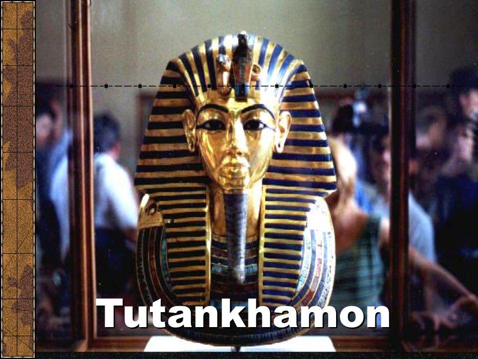Politika: egyiptomi fáraók Az egyiptomiakat a fáraók irányították. Egyszerre voltak főpapok és világi uralkodók. Tutankhamon a legismertebb. Számítógé