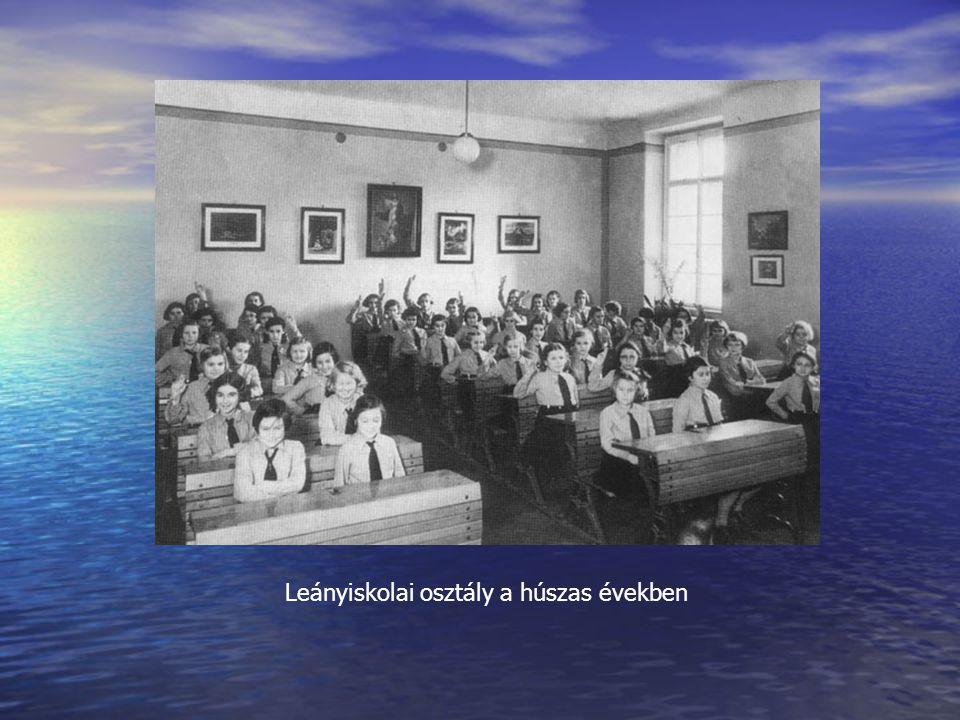 Leányiskolai osztály a húszas években