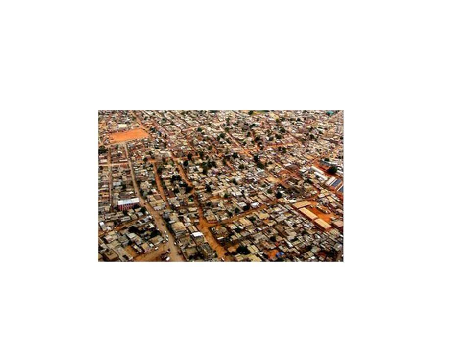 Természetföldrajzi viszonyok meghatározó volta 1.Nagy folyamok mentén (Amazonas) ősközösségi társadalmak – zártabb, érintetlenebb közösségek, kp.