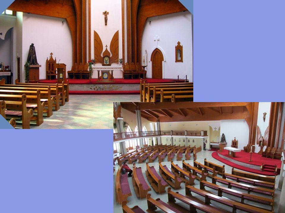1998-ban adták át az új héttornyú Szentlélek római katolikus templomot