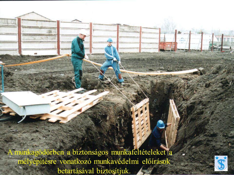 A munkagödörben a biztonságos munkafeltételeket a mélyépítésre vonatkozó munkavédelmi előírások betartásával biztosítjuk.