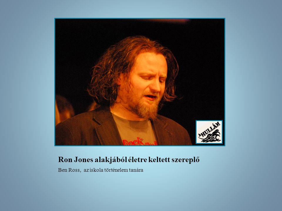 Ron Jones alakjából életre keltett szereplő Ben Ross, az iskola történelem tanára