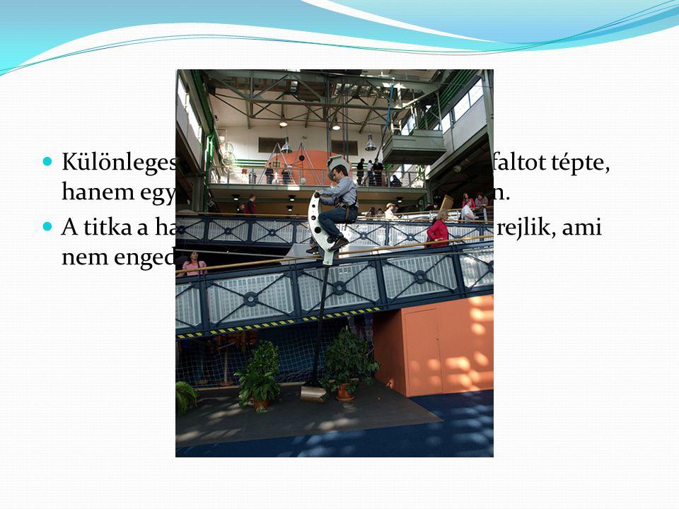 Különleges bicikli is volt, ami nem az aszfaltot tépte, hanem egy drótkötelet, 3 méter magasban. A titka a hajókon is használt tőkesúlyban rejlik, ami