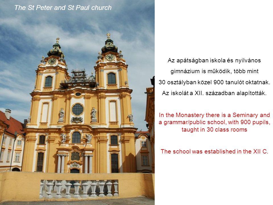 Csigalépcsőn jutunk le a 64 – méter magas, díszes barokk Szent Péter és Szent Pál apátsági templomba. From the upper levels of the Monastery, by an im