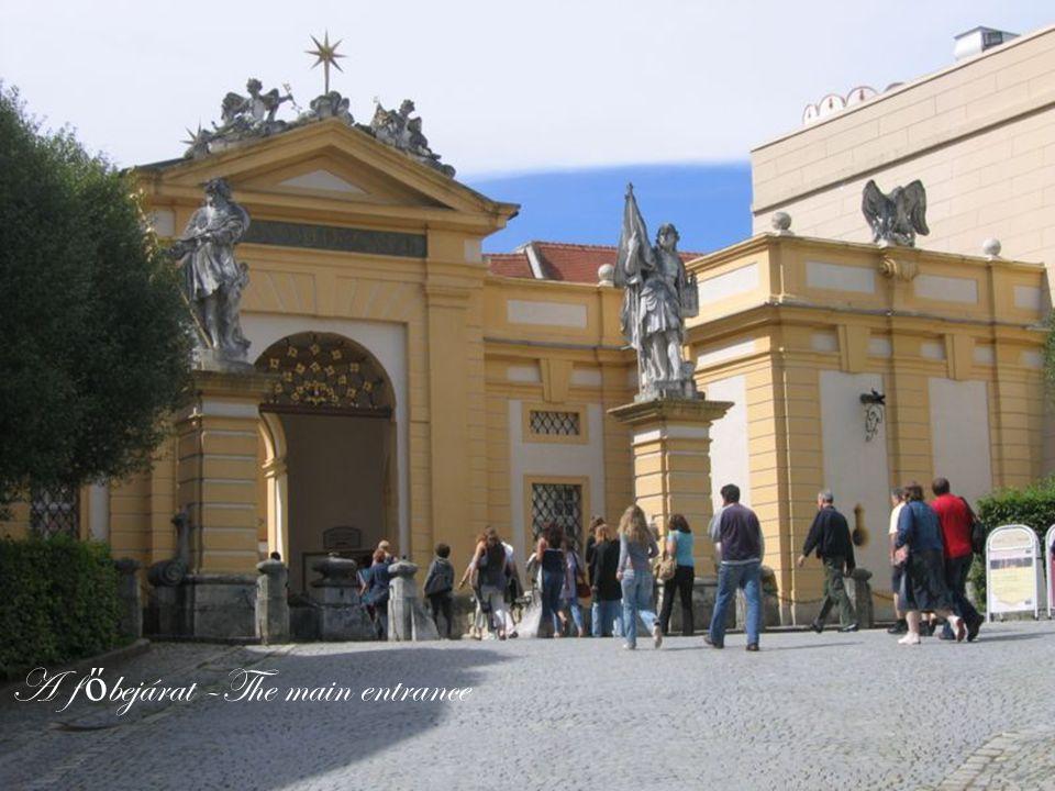 A f ő bejárat –The main entrance