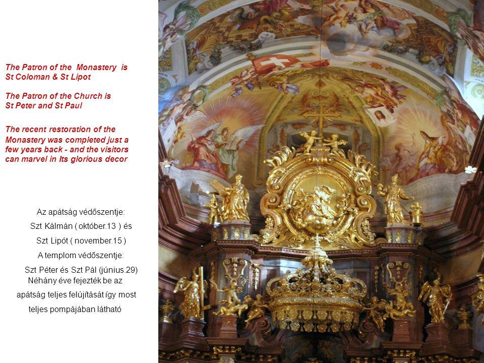A templom főoltárát Beduzzi tervezte. A mennyezetfreskók Rottmayr alkotásai Gyönyörű Szt. Lipót és Szt. Kálmán szobraival díszített főkapufogadja a lá