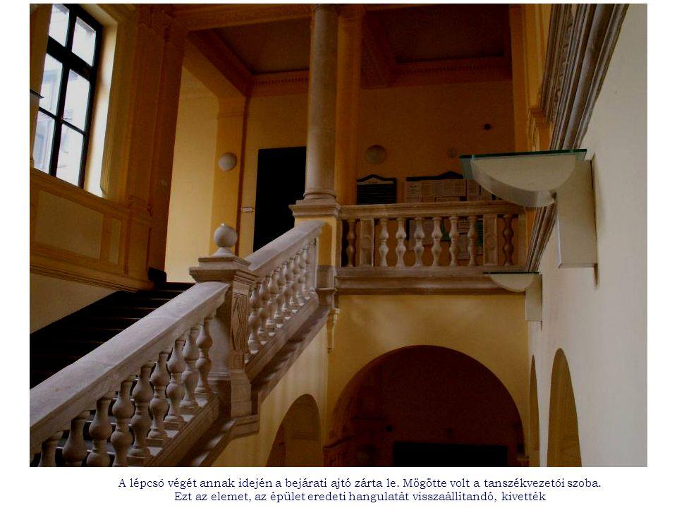 A lépcső végét annak idején a bejárati ajtó zárta le.