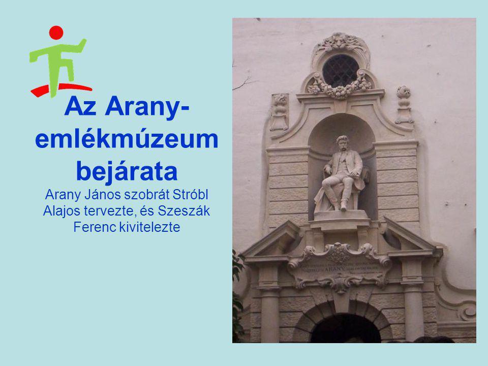 Az Arany- emlékmúzeum bejárata Arany János szobrát Stróbl Alajos tervezte, és Szeszák Ferenc kivitelezte