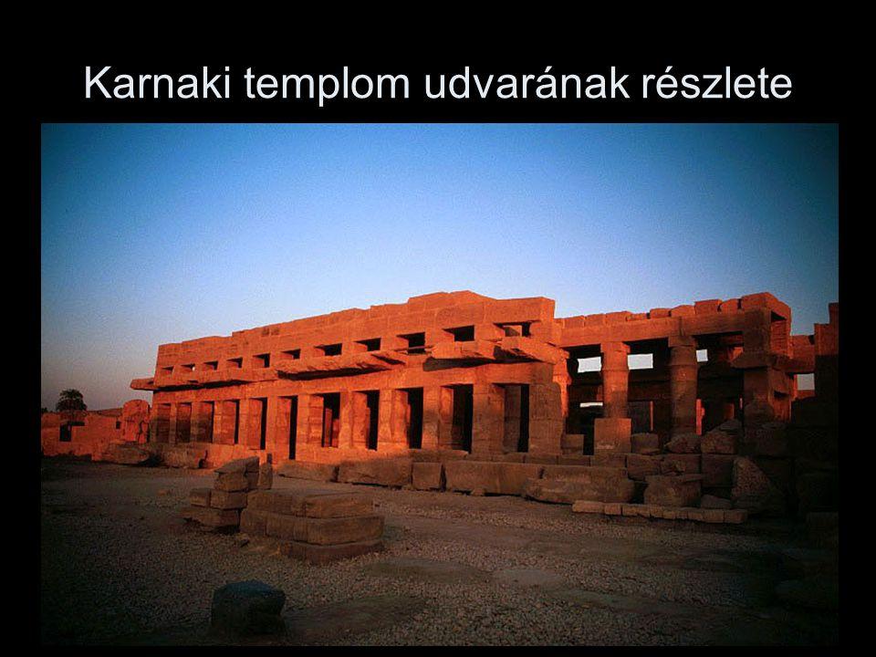 Karnaki templom udvarának részlete