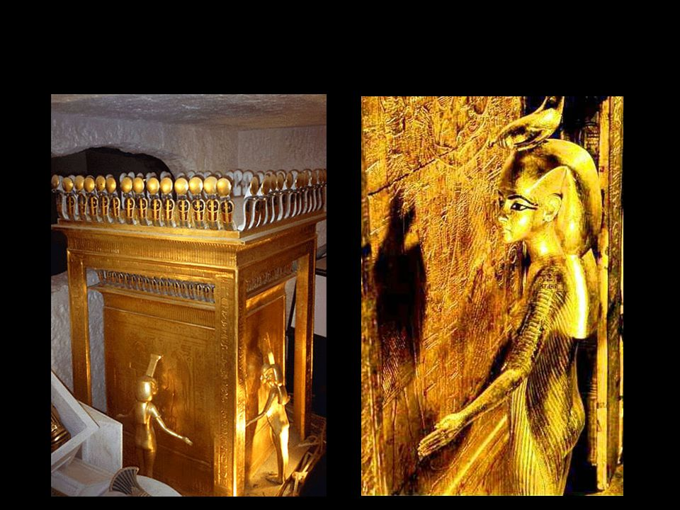 Ramszesz naptemploma mellett áll feleségének, Nefertarinak Hathor temploma