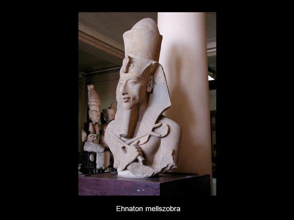 Ehnaton mellszobra