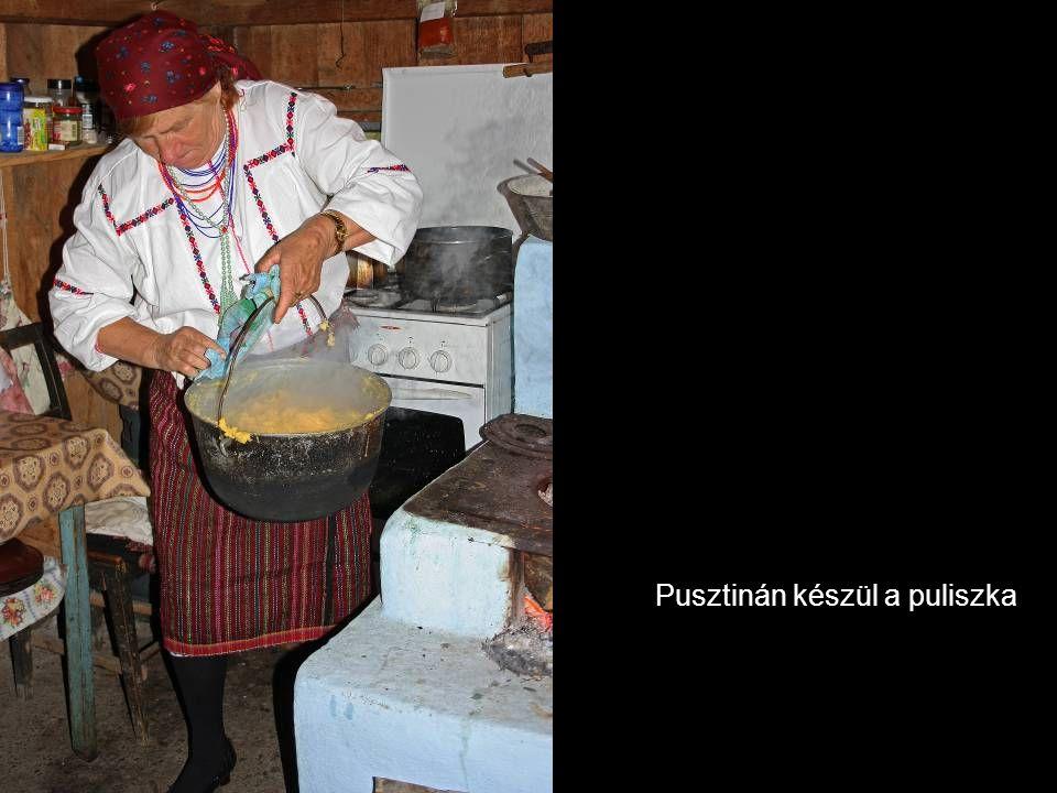Pusztinán készül a puliszka