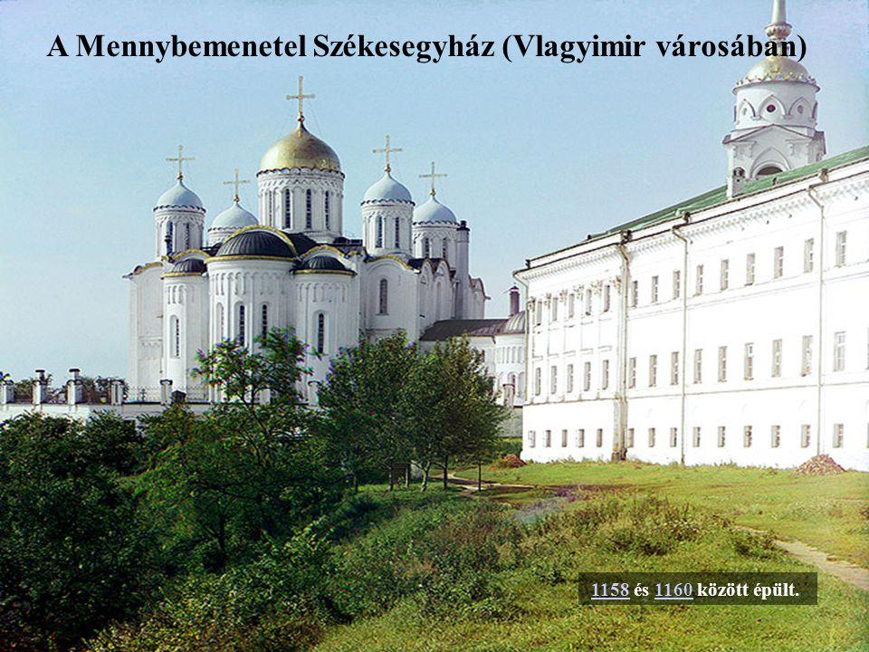 Az ötkupolás, kőből készült katedrálist Novgorodi Vlagyimir építette.Novgorodi Vlagyimir Novgorod második püspöke,Novgorod második püspöke, Luka Zhidiata szentelte fel 1052.