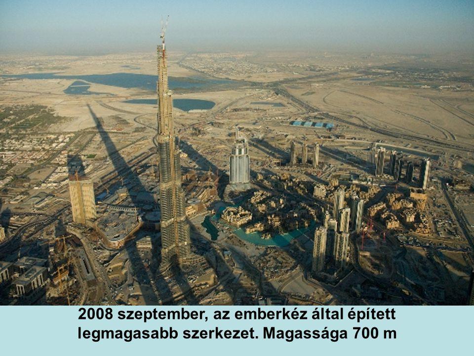 2007 szeptemberében már a világ legmagasabb épülete. Magassága 555 m Magassága 555 m