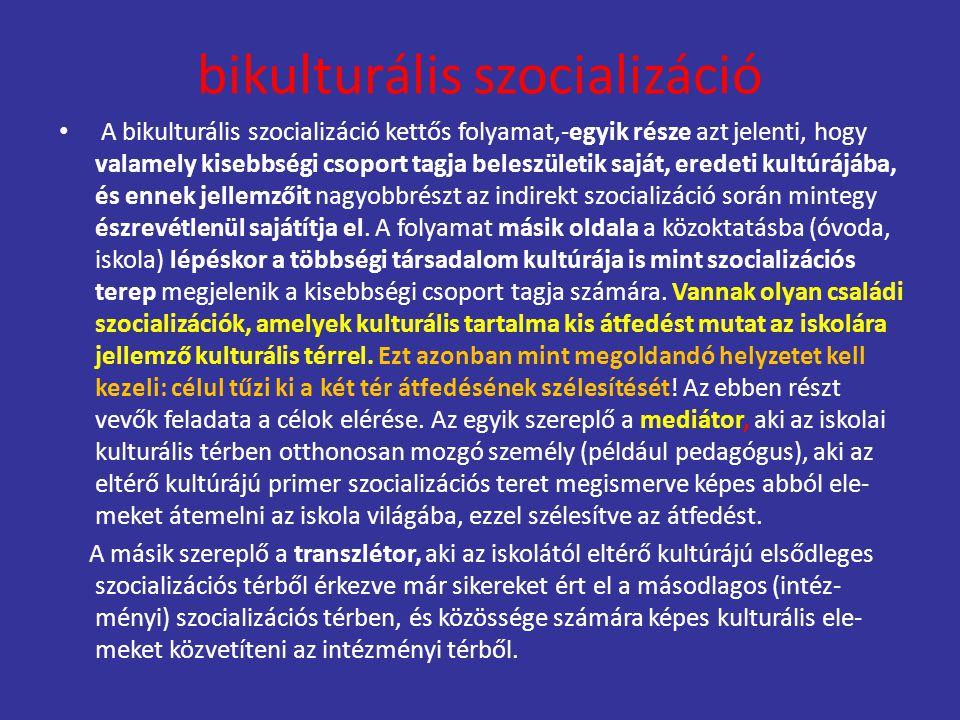 bikulturális szocializáció A bikulturális szocializáció kettős folyamat,-egyik része azt jelenti, hogy valamely kisebbségi csoport tagja beleszületik