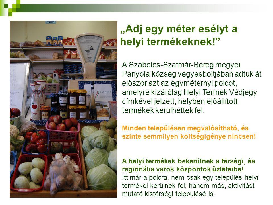 """""""Adj egy méter esélyt a helyi termékeknek!"""" A Szabolcs-Szatmár-Bereg megyei Panyola község vegyesboltjában adtuk át először azt az egyméternyi polcot,"""