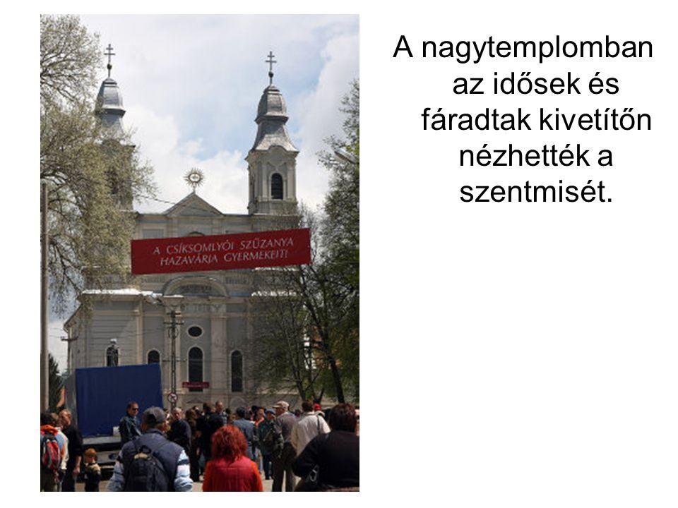 A nagytemplomban az idősek és fáradtak kivetítőn nézhették a szentmisét.