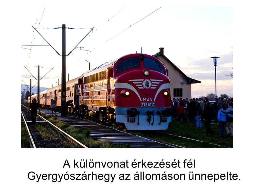 A különvonat érkezését fél Gyergyószárhegy az állomáson ünnepelte.