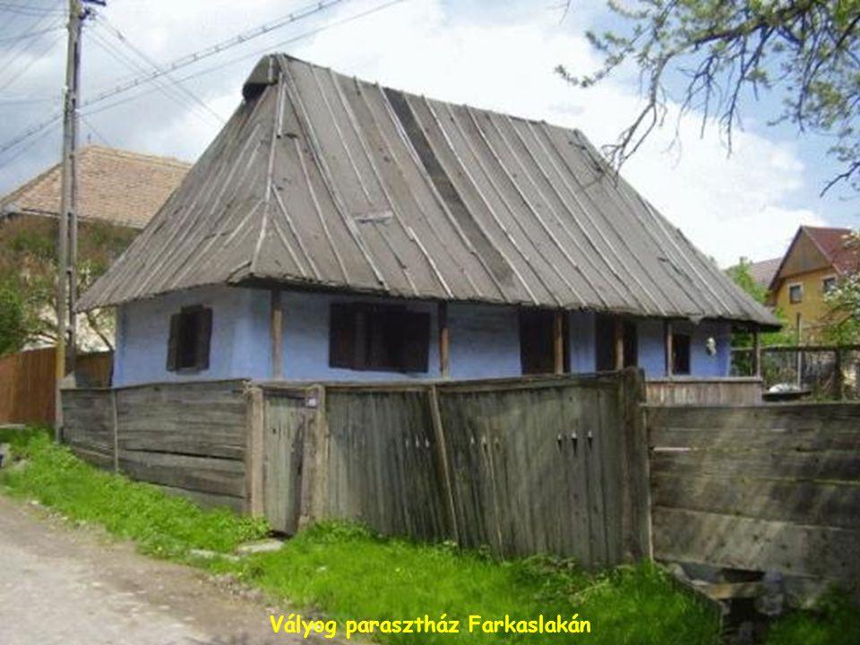 Klézsei kálvária Szent István-emlékmű Csángóföldön
