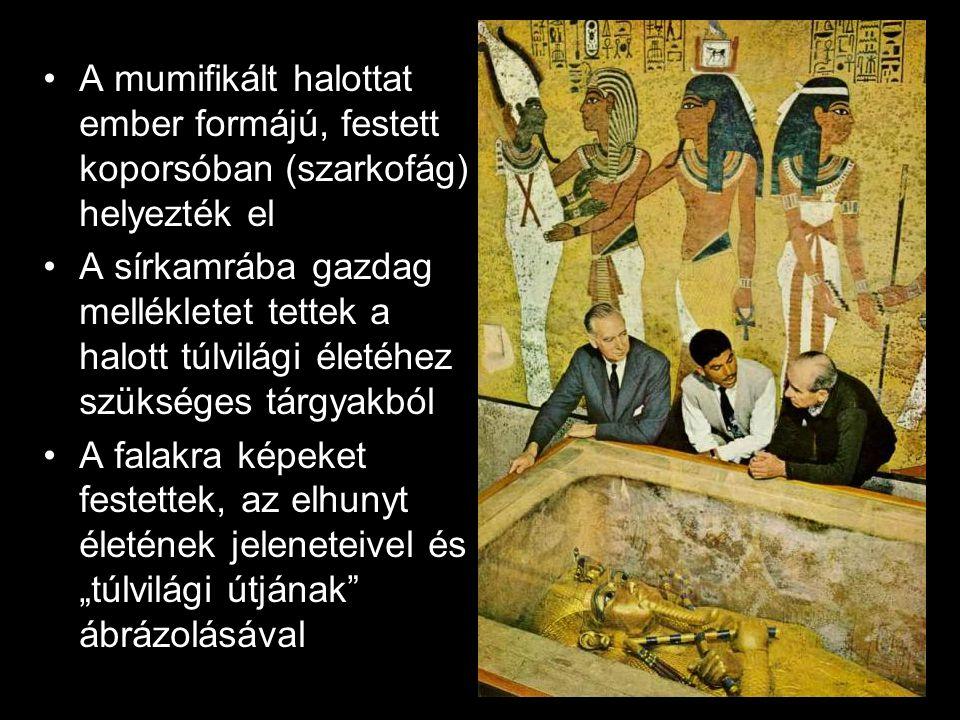"""A mumifikált halottat ember formájú, festett koporsóban (szarkofág) helyezték el A sírkamrába gazdag mellékletet tettek a halott túlvilági életéhez szükséges tárgyakból A falakra képeket festettek, az elhunyt életének jeleneteivel és """"túlvilági útjának ábrázolásával"""